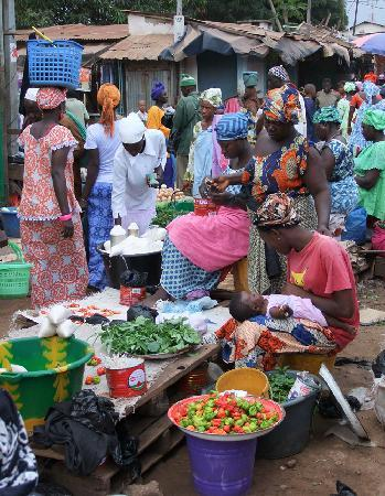 Bakau, Gambie : A local market 