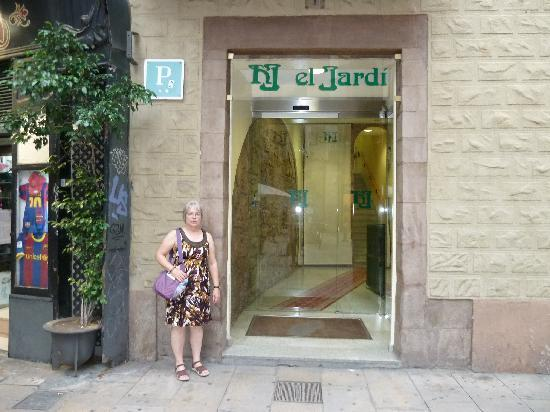 Hotel Jardi entrance