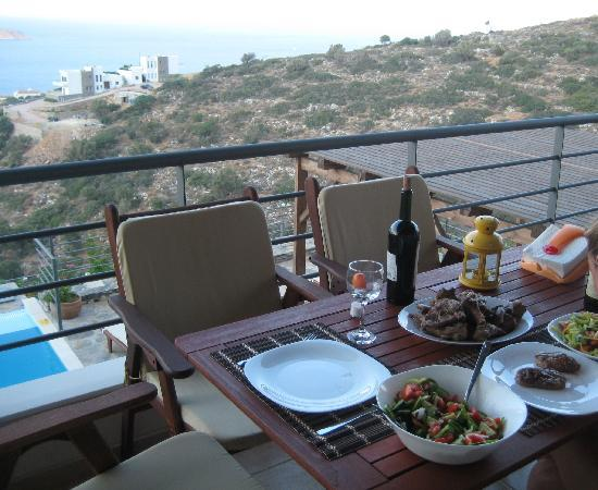 Elounda Solfez Villas: dinner on the terrace