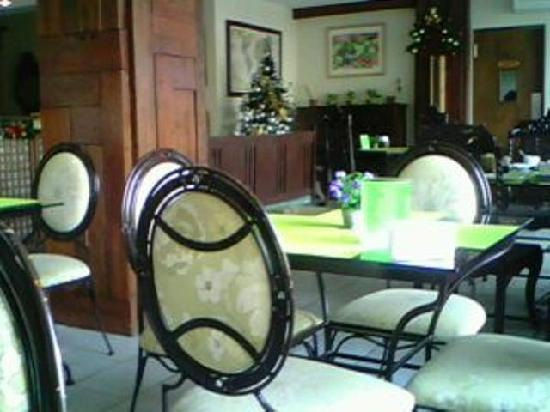 Cebu R Hotel: Roska Cafe at the lobby area