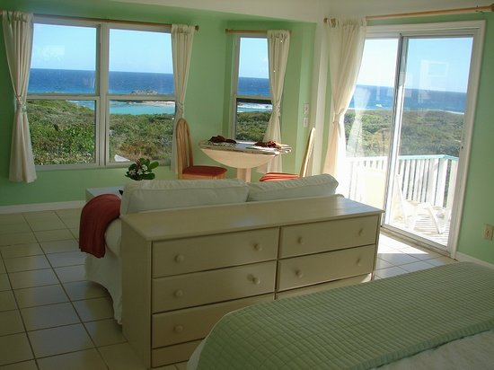 Blue Horizon Resort: Sunrise Cottage - Living/View