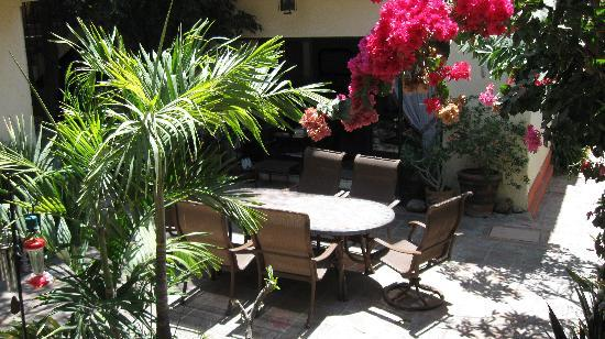 Casa Tuscany Inn: Lovely courtyard