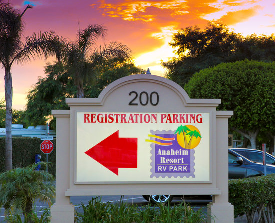 Anaheim Resort RV Park: Registration Parking
