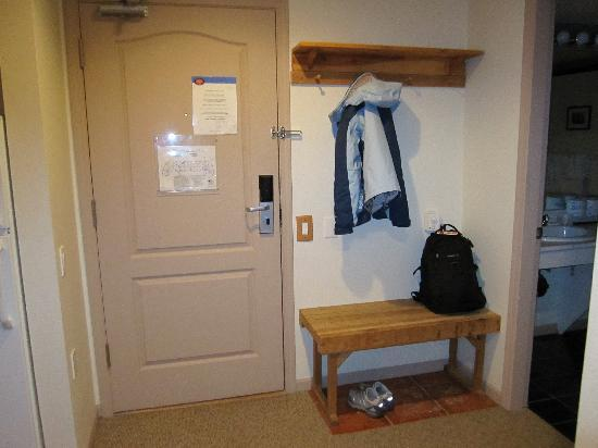 Whistler Town Plaza Suites: entrance
