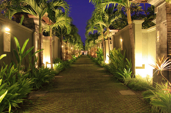 The Ulin Villas & Spa: Pathway