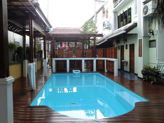 Sri Pat Guest House: Pool