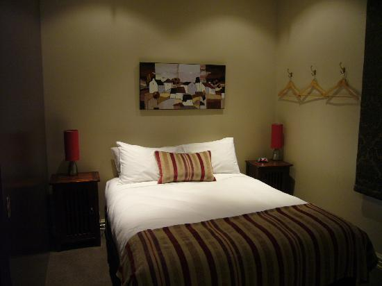 City Cottages: I love this bed, very comfortable
