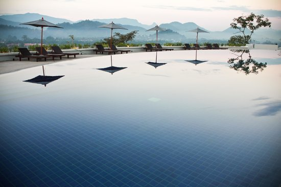 Luang Prabang View Resort: Pool with Mountain View