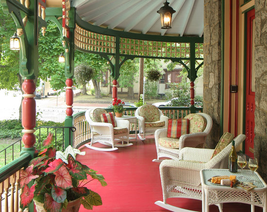 Cornerstone Bed & Breakfast: Wrap around Porch