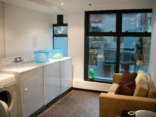 Shama Central Serviced Apartment: Laundry room