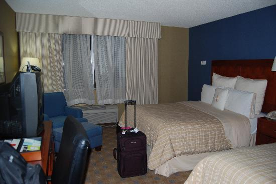 Four Points by Sheraton Los Angeles Westside: The two queen bed room
