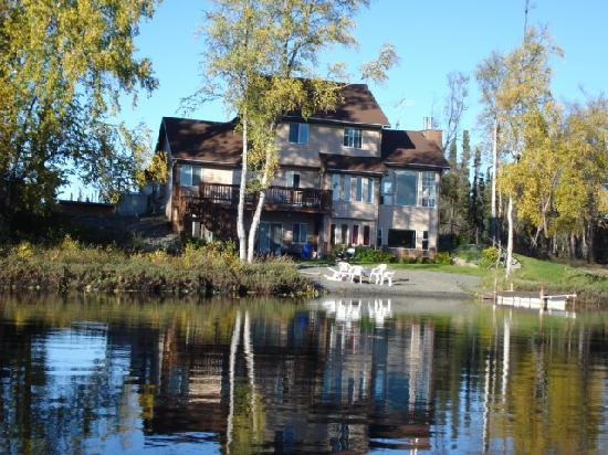 Potter's House Bed and Breakfast: Swim, canoe, kayak, paddleboat, or just watch the loons and eagles.