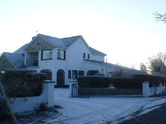 Aard Oakleigh: the house in snow