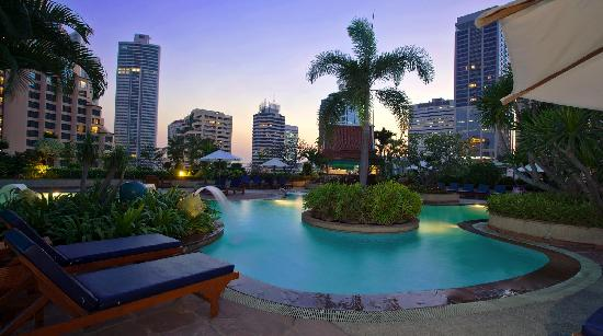Windsor Suites Hotel Bangkok: Swimming Pool