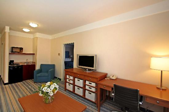 Comfort Inn & Suites Savannah Airport: King Suite
