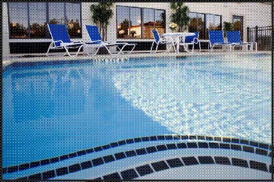Comfort Inn & Suites Savannah Airport : Outdoor Pool & Sundeck
