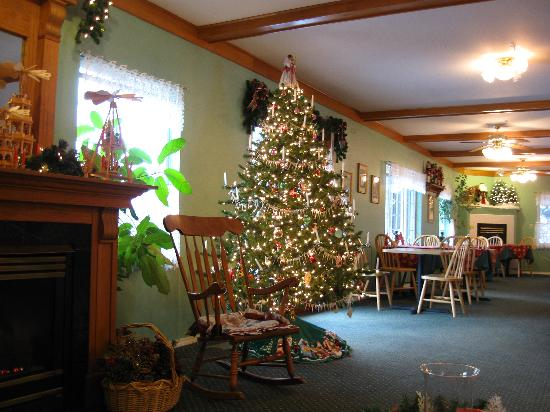 Alpen Rose Inn: the christmas lobby