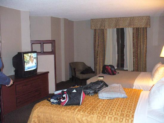 Clarion Hotel & Suites Conference Center: 2 Queen suite w/sofa bed