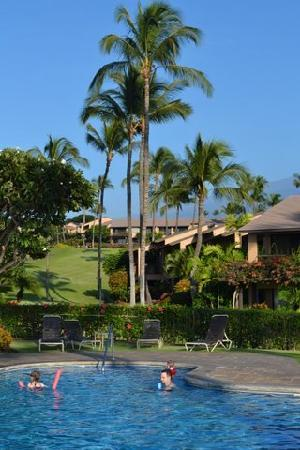 Wailea Ekahi Village: Looking toward condos from pool