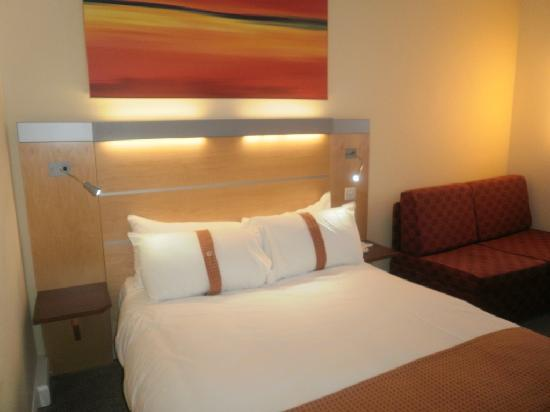 Holiday Inn Express Liverpool-John Lennon Airport: habitacin