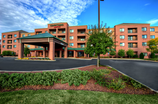 Courtyard by Marriott Worcester: Hotel Exterior
