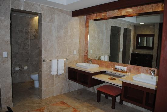 Hacienda Tres Rios: One of three bathrooms in our suite