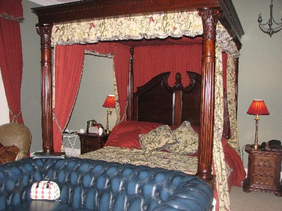 Castle House B&amp;B: The Dudley Room
