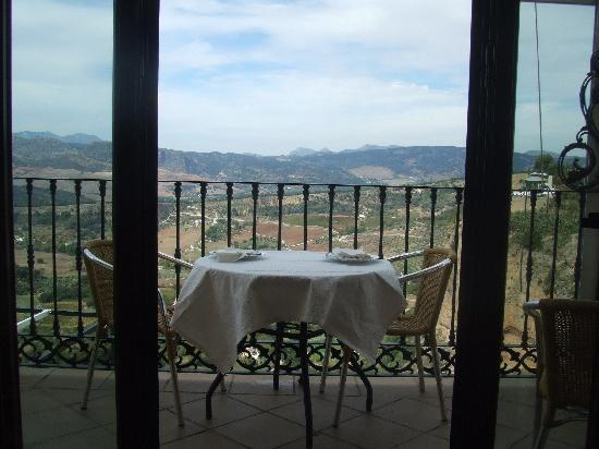 Serrato, Spain: eating with views