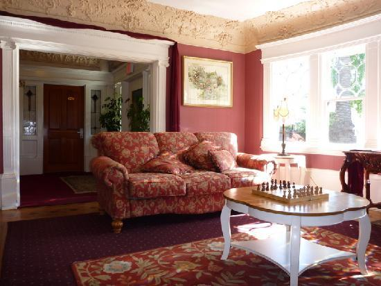 Rose Garden Inn: Sitting Room