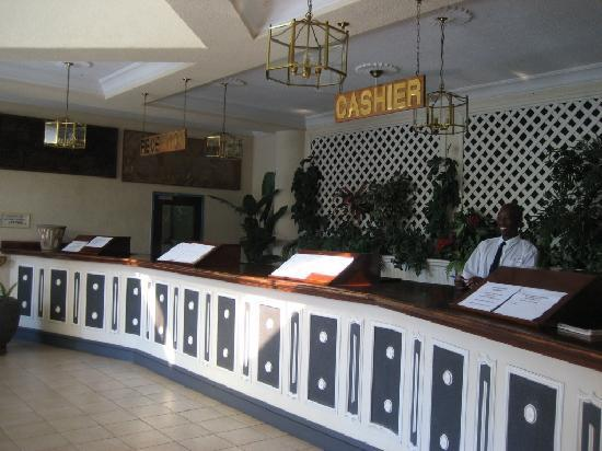 Sprayview Hotel: The reception area, spacious with friendly staff