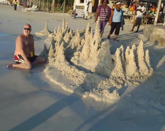 White Sands Negril : Building sand castle all day