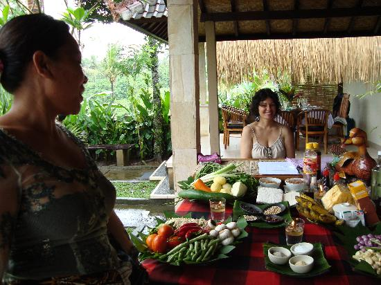 http://media-cdn.tripadvisor.com/media/photo-s/01/bd/27/b4/paon-bali-cooking-class.jpg