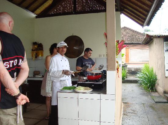 http://media-cdn.tripadvisor.com/media/photo-s/01/bd/27/b9/paon-bali-cooking-class.jpg