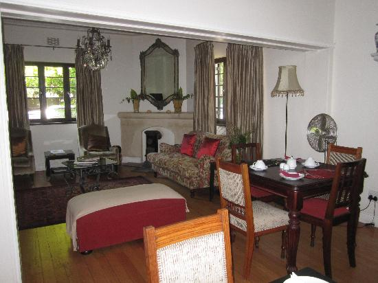 Albarosa Guesthouse: Part of the dining room