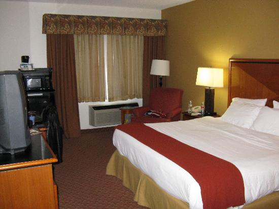 Holiday Inn Express Branson - Green Mountain Drive: Our Bedroom