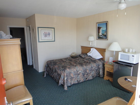 Cape Cod Inn Motel: A view of the room with the secondary bedroom in the back