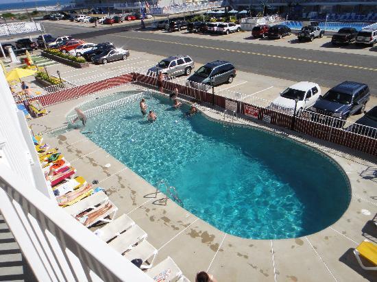 Cape Cod Inn Motel: A view of the swimming pool from the balcony