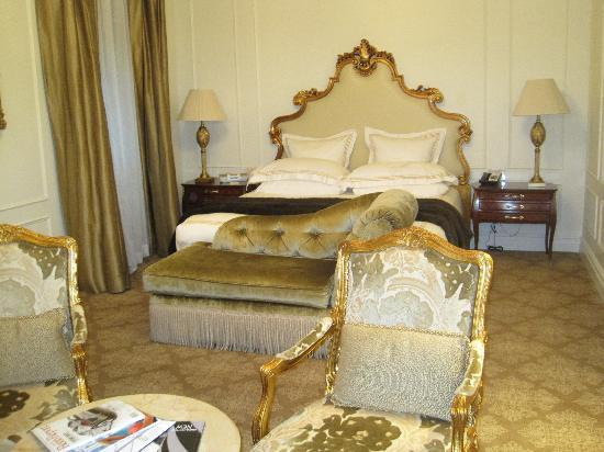 Отель The Plaza: Huge bedroom