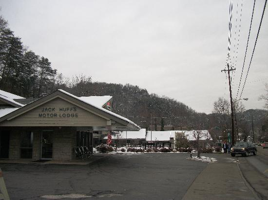 301 moved permanently for Motor lodge gatlinburg tn