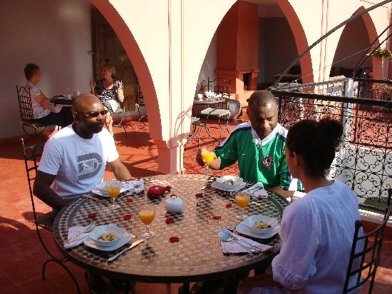 Riad Elizabeth: Breakfast on the roof terrace