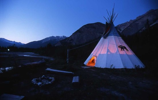 Quantum Leaps Lodge: teepee by the river