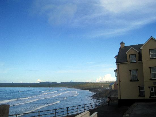 West Coast Lodge: Lahinch Beach