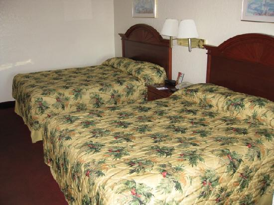Scenic Gulf Inn &amp; Suites: two queen beds