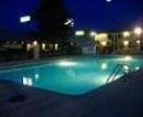 Americas Best Inn &amp; Suites Cartersville Thumbnail