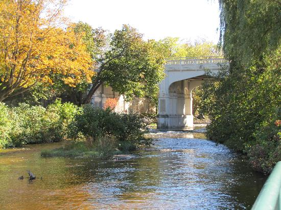 Charlevoix Inn & Suites: Beautiful Petosky Bridge