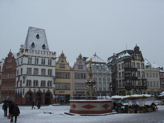 Trèves, Allemagne : Trier, Hauptmarkt in Winter, Dec 2010