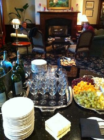 French Quarter Inn: evening wine and cheese