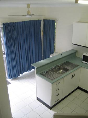At the Mango Tree Holiday Apartments: Kitchen.