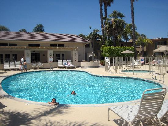 Winners Circle Resort: The pool and courtyard