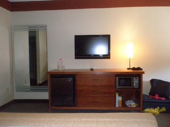 La Quinta Inn & Suites Miami Cutler Ridge: TV, micro and fridge